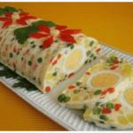 Салат-желе в виде рулета украсит ваш Новогодний стол